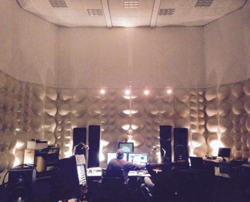 Frank zit in mastering studio Q-Point. De laatste fase!